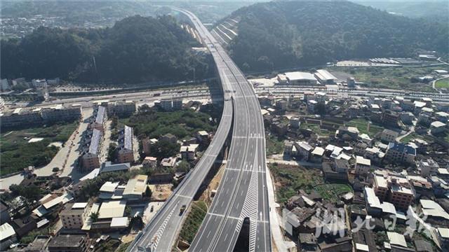 全国首条山区改扩建高速通车 系在汉央企参建