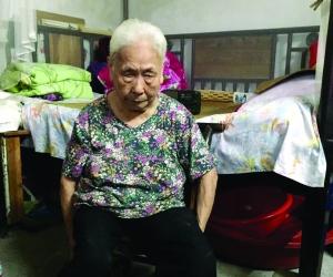 94岁老人掀衣露长疤控诉日军暴行